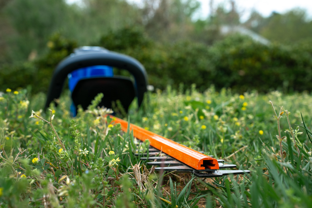 40 Volt Hedge Trimmer from Wild Badger Power blade close up