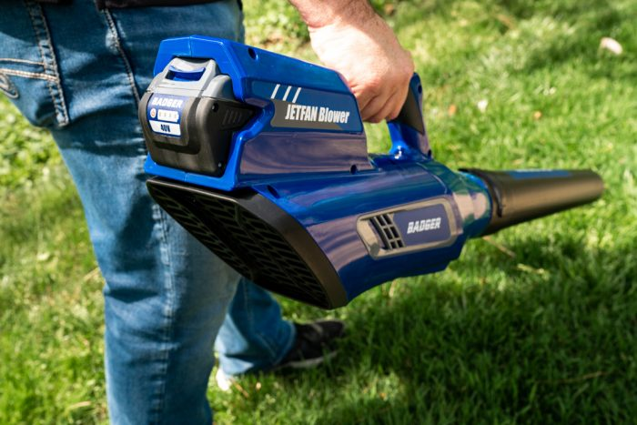 40 Volt Jet Blower from Wild Badger Power in use