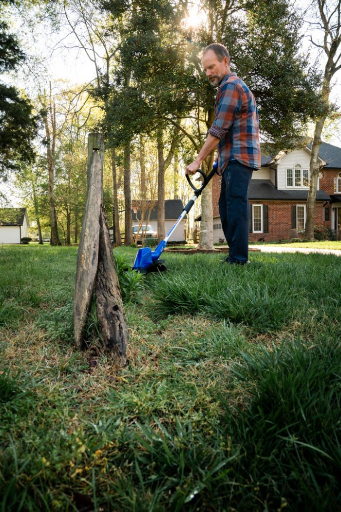 40 Volt String Trimmer/Edger from Wild Badger Power in use